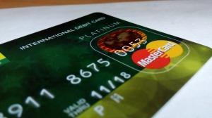 No se pagó en efectivo señoras y señores. ¡Aquí pagamos con tarjeta! Por eso nos podemos embrollar.