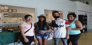 Estudiantes de Periodismo Investigtivo de la Universidad del Turabo visitando las instalaciones de Agroinnova en su trabajo final de investigación.