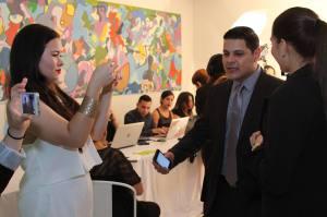#TeamCOMU realizando entrevistas a los presentes en la actividad. En la foto, el periodista Jorge Gelpí Pagán.