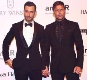 Ricky Martin de la mano de su pareja, el artista sueco, Jwan Yosef.